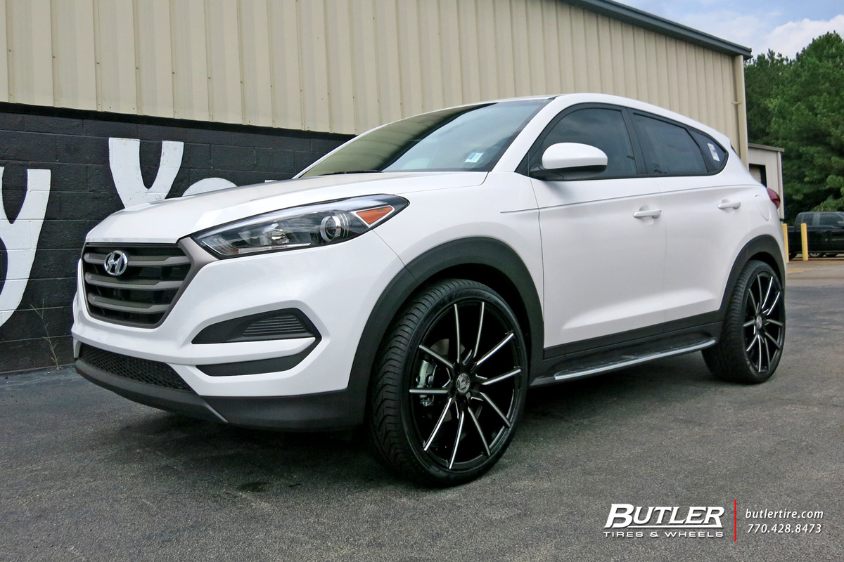 Hyundai Tucson with 22in Lexani Gravity Wheels