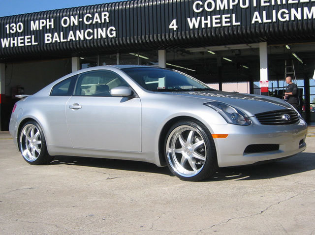 Infiniti G35 with 20in Axis Se7en Mod Wheels