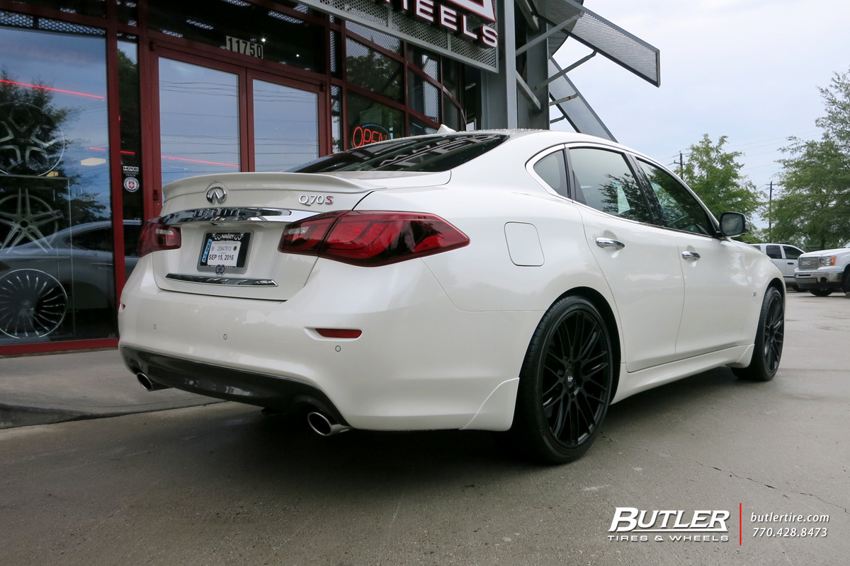 Infiniti Q70 with 20in Savini BM13 Wheels