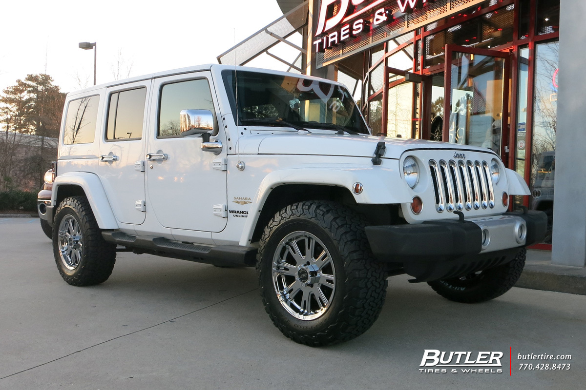 Jeep Wrangler with 17in American Racing AR708 Wheels