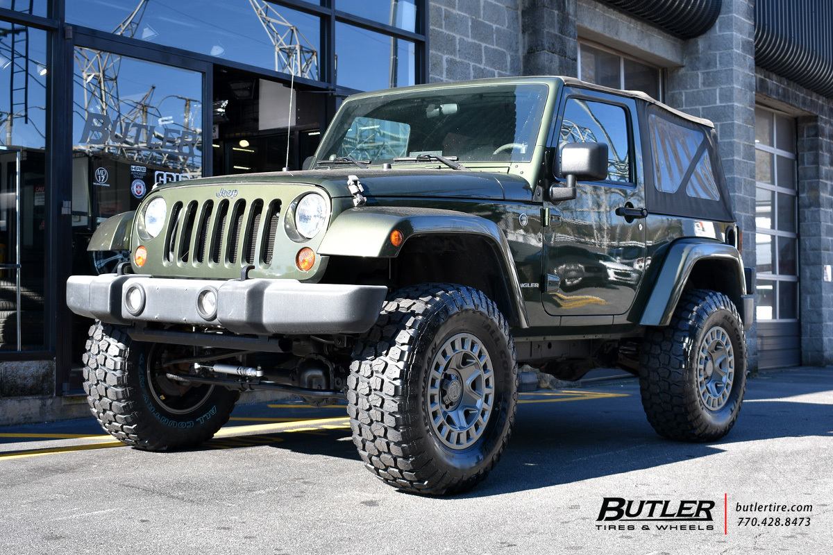 Jeep Wrangler with 17in Black Rhino York Wheels