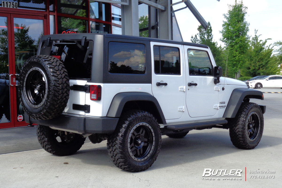 Jeep Wrangler with 20in Fuel Anza Wheels