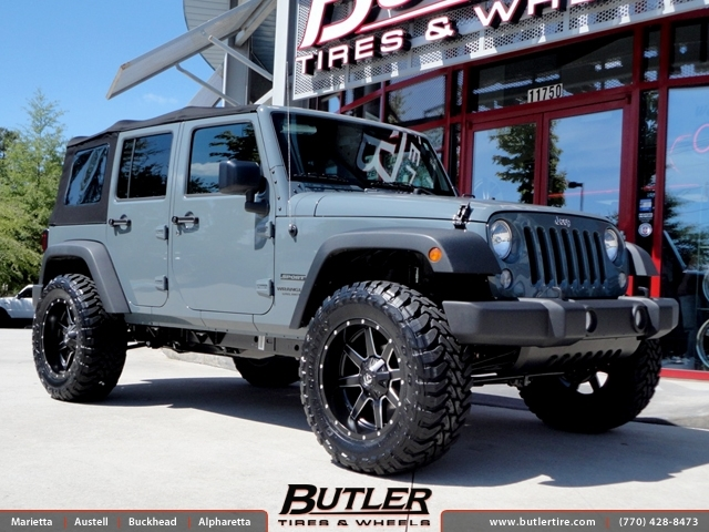 Jeep Wrangler with 20in Fuel Maverick Wheels