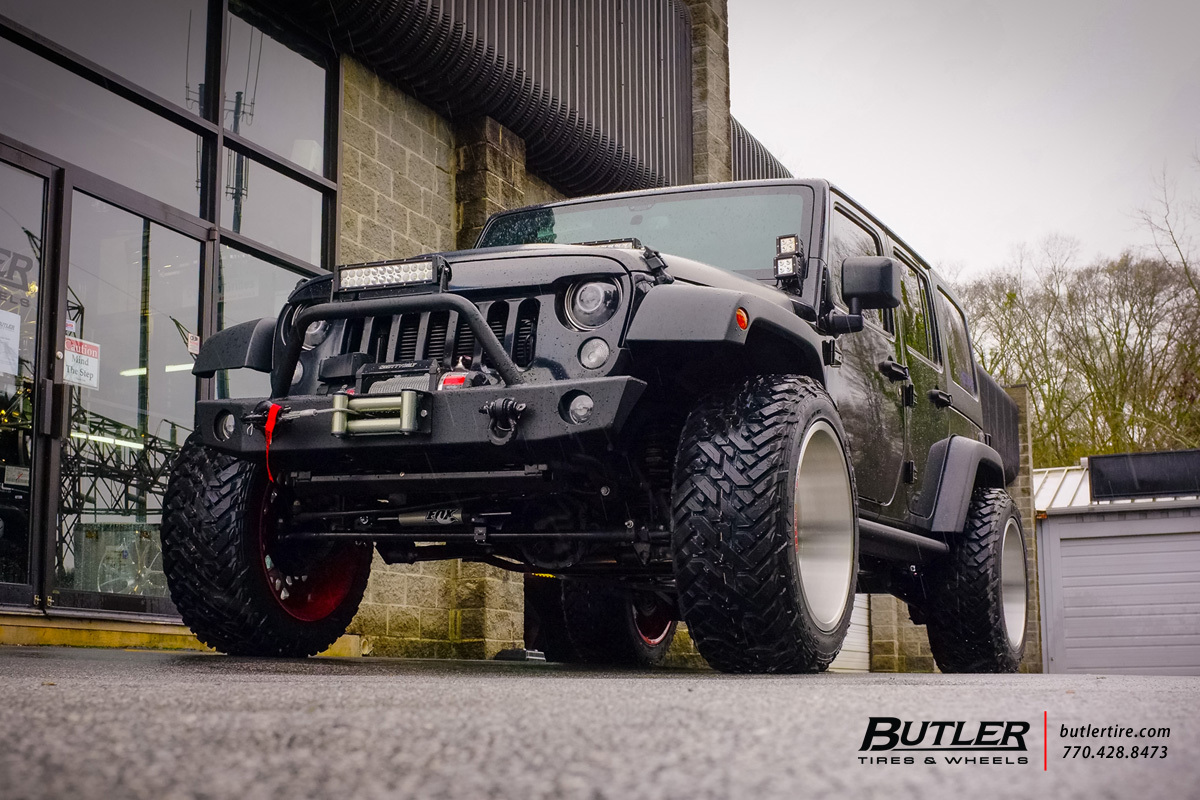 Jeep Wrangler with 22in Fuel FF16 Wheels