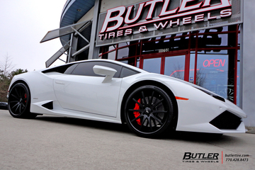 Lamborghini Huracan with 21in Savini SV41 Wheels
