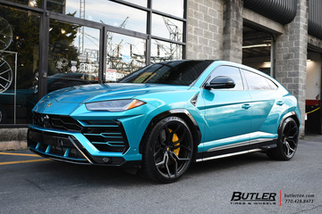 Lamborghini Urus with 23in Vossen HC-3 Wheels