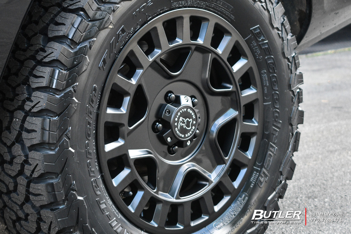 Land Rover Range Rover with 18in Black Rhino York Wheels ...