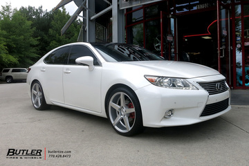 Lexus ES with 20in Savini BM11 Wheels