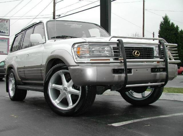 Lexus LX with 22in Antera 301 Wheels