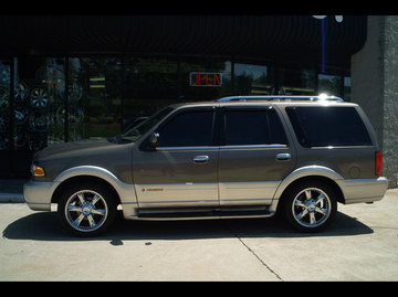 Lincoln Navigator with 20in Giovanna Anzio Wheels