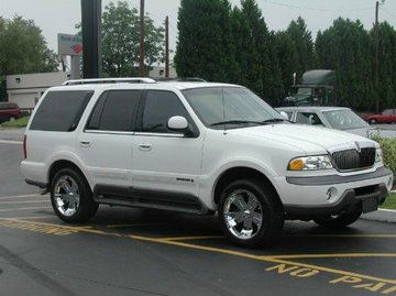 Lincoln Navigator with 20in Kaotik Scorch Wheels