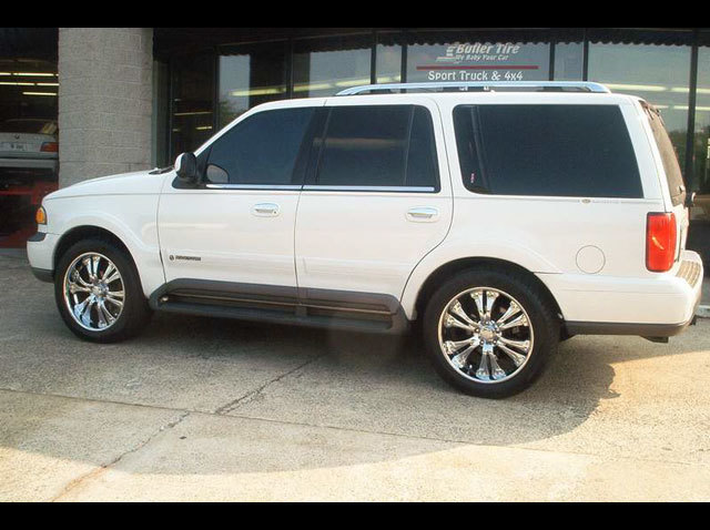 Lincoln Navigator with 22in DOA Toe Tag Wheels