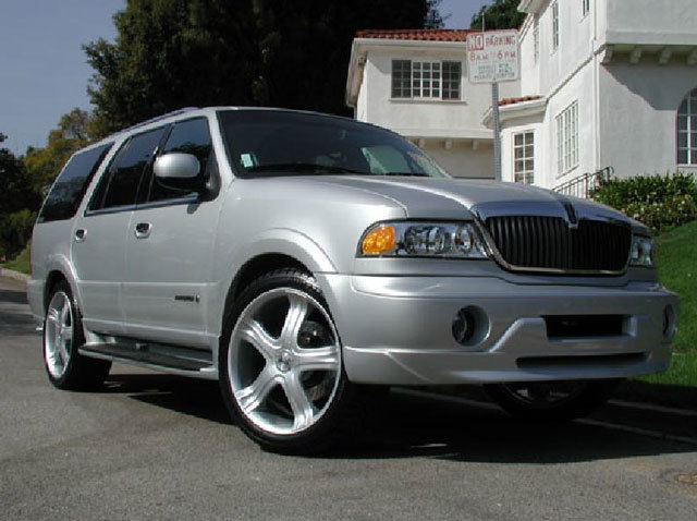 Lincoln Navigator with 23in Antera 325 Wheels