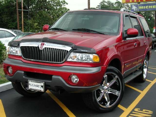 Lincoln Navigator with 23in Giovanna Attack Wheels