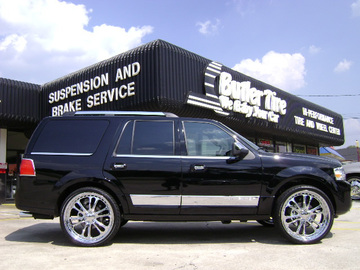 Lincoln navigator with 26in Driv Sessna Wheels