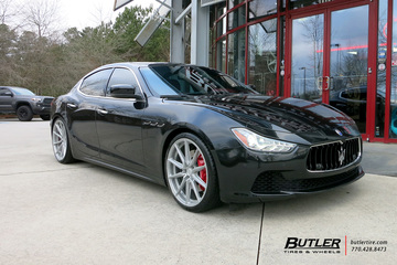Maserati Ghibli with 21in Vossen HF-3 Wheels