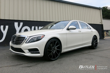 Maybach S600 with 22in Savini BM15 Wheels