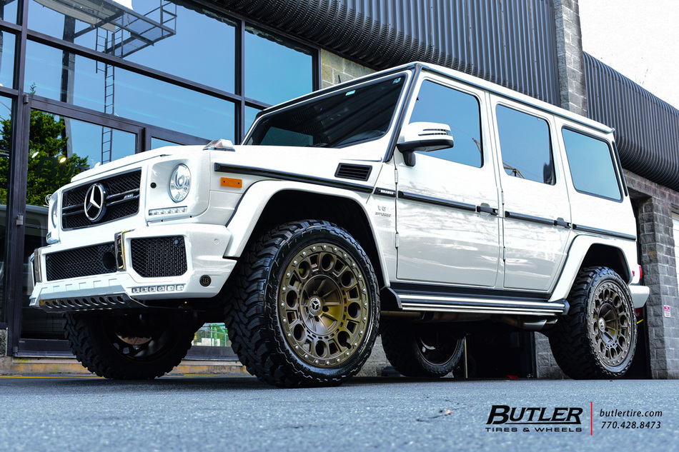 Mercedes G Class With 22in Formula Defender Wheels