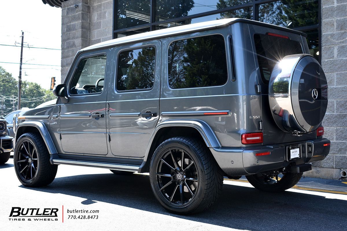 Mercedes G-Class with 22in Savini SV-F4 Wheels