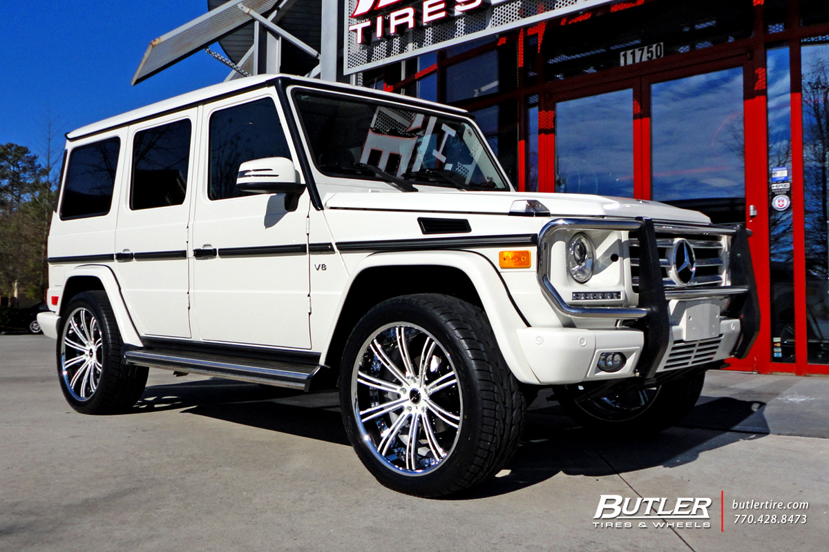 Mercedes G-Class with 22in Savini SV47 Wheels