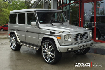 Mercedes G-Class with 26in Lexani Arte Wheels
