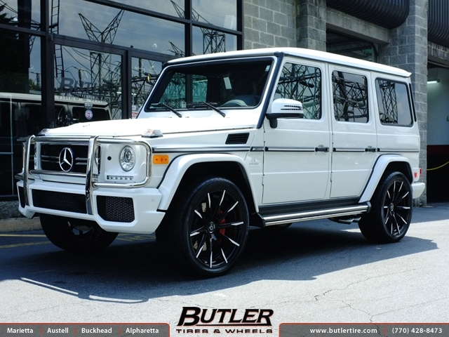 Mercedes G-Class with 22in Lexani CSS15 Wheels