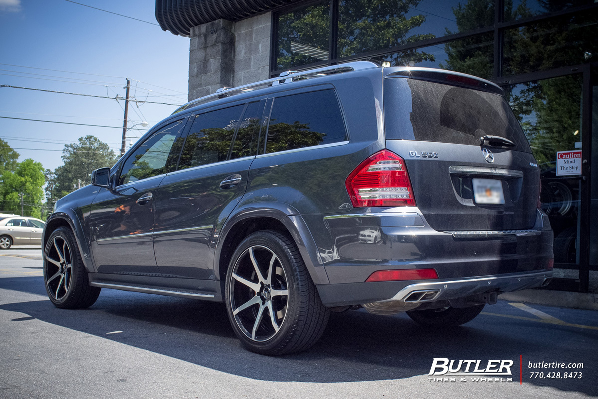 Mercedes GL-Class with 22in Savini BM10 Wheels