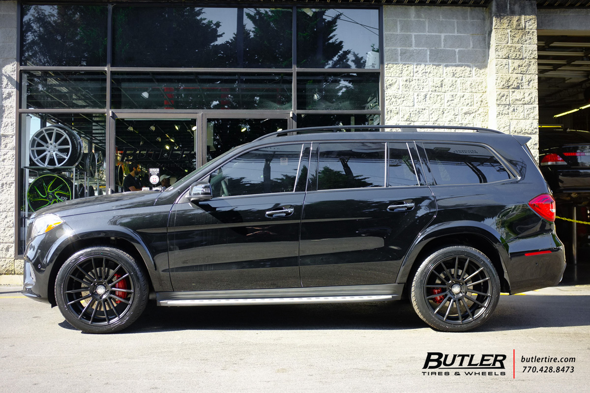 Mercedes GLS with 22in Savini BM9 Wheels