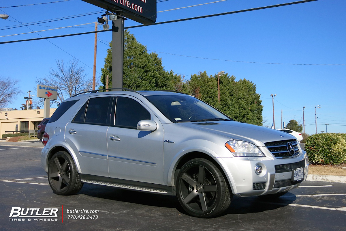 Mercedes ML-Class with 22in Dub Baller Wheels