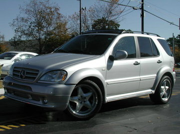 Mercedes ML-Class with 20in Lorinser RS3 Wheels