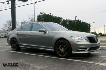 Mercedes S-Class with 20in XO Cairo Wheels