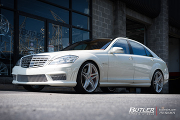 Mercedes S-Class with 22in HRE P107 Wheels