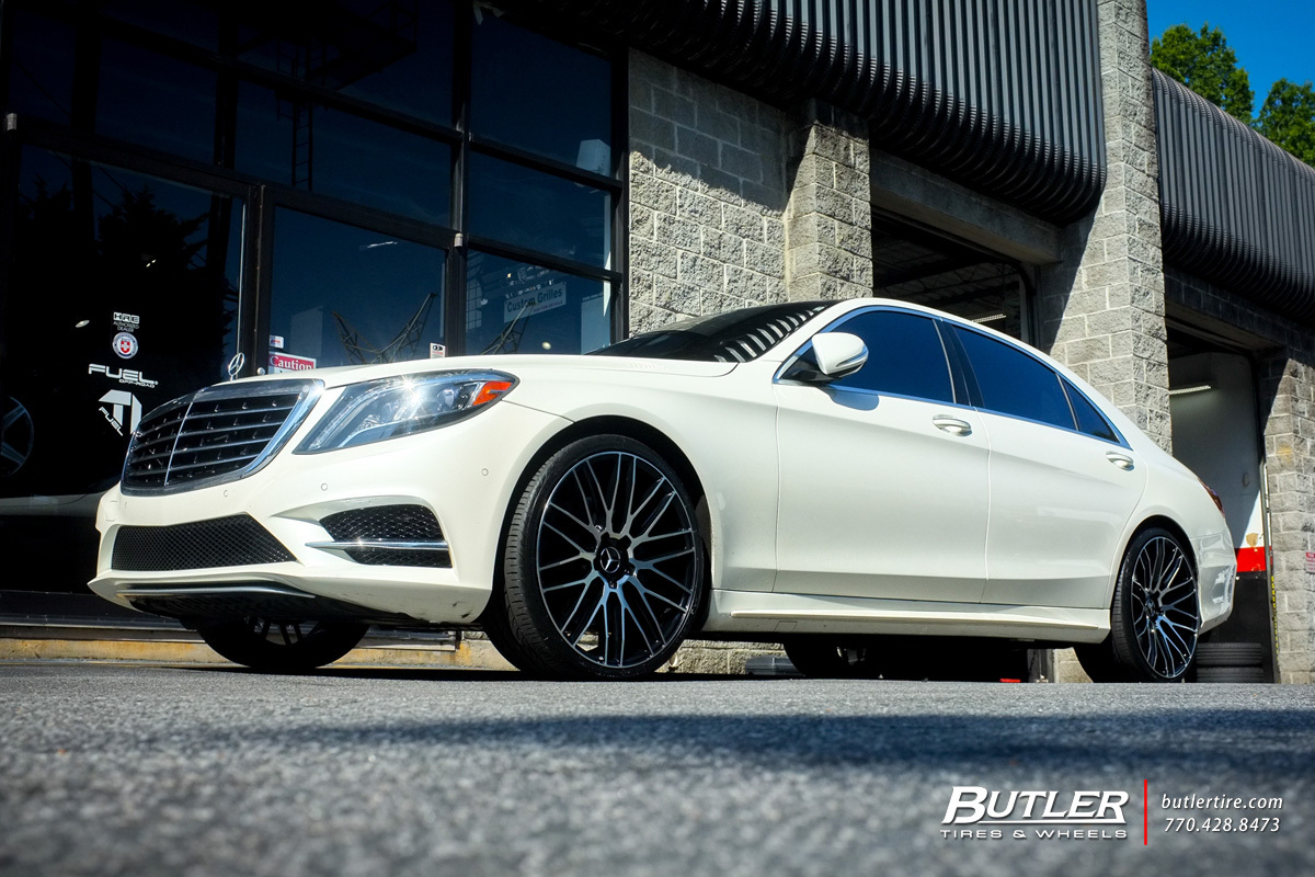 Mercedes S-Class with 22in Savini BM13 Wheels