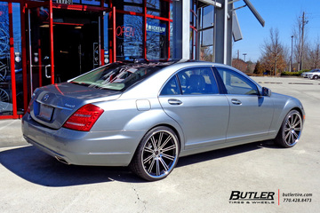Mercedes S-Class with 22in Savini BM3 Wheels