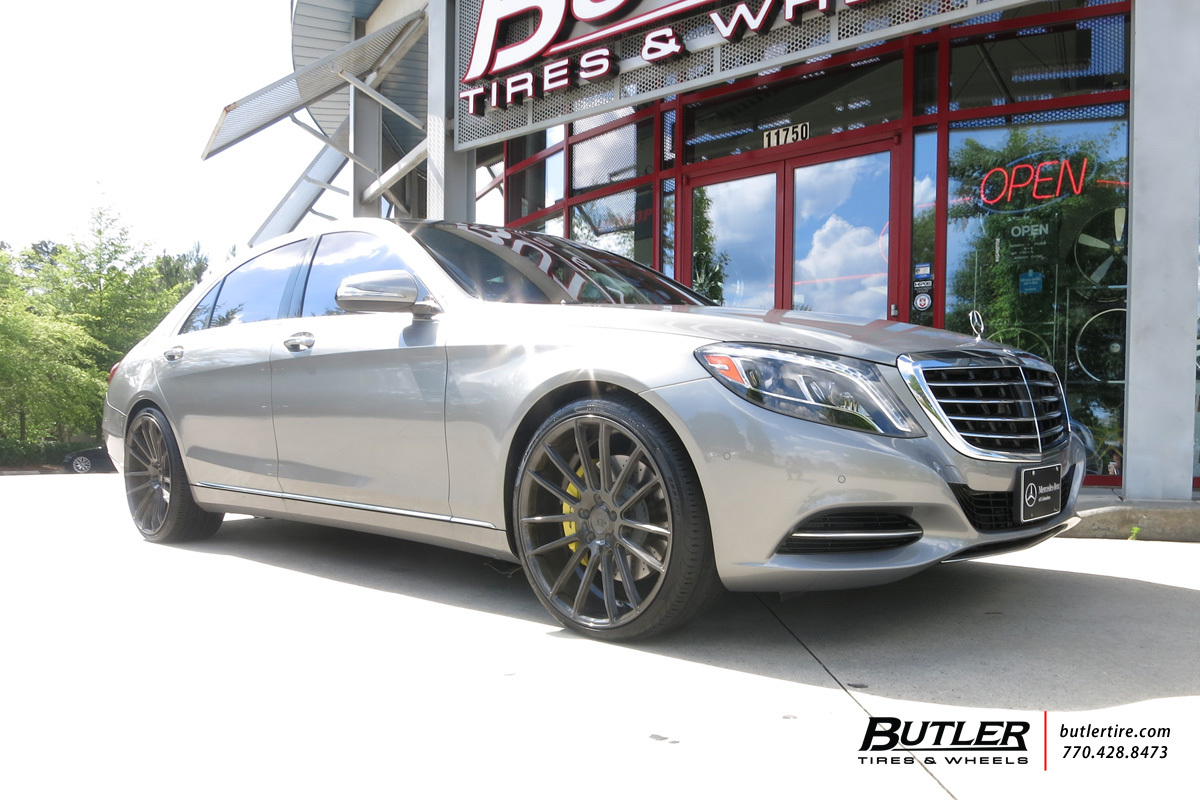 Mercedes S-Class with 22in Savini BM9 Wheels