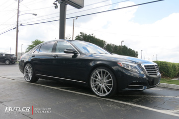 Mercedes S-Class with 22in Vossen HF-4T Wheels