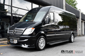 Mercedes Sprinter with 20in Formula Aventerra 101 Wheels