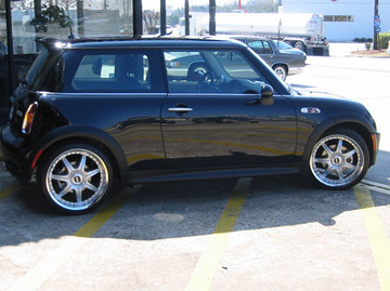 Mini Cooper with 18in Axis Se7en Mod Wheels