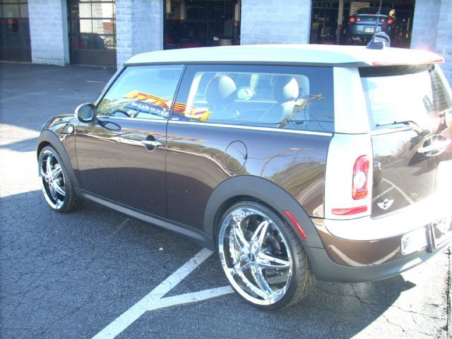 Mini Cooper Clubman with 20in Driv Vixen Wheels