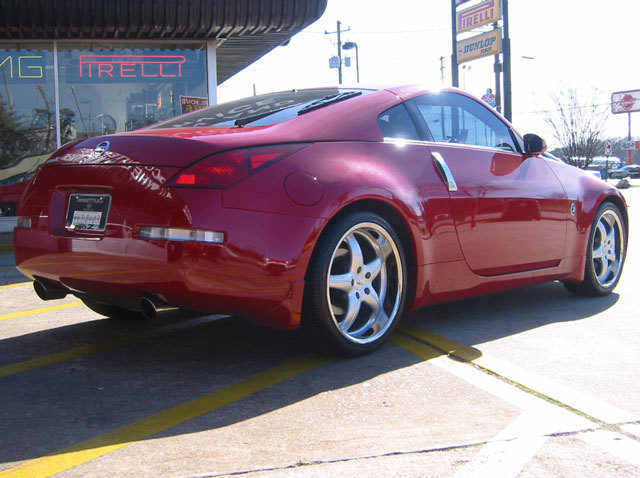 Nissan 350Z with 19in Antera 309 Wheels