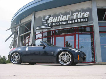 Nissan 350Z with 20in Axis Matrix Wheels