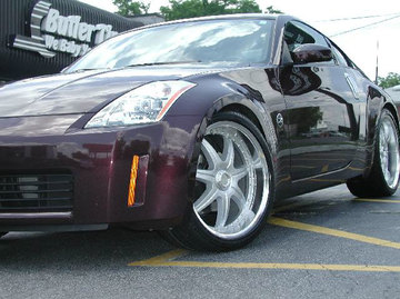 Nissan 350Z with 20in Axis Se7en Mod Wheels