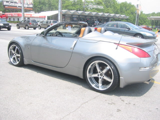 Nissan 350Z with 20in Axis Shine Wheels