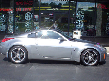 Nissan 350z with 19in Axis hiro Wheels