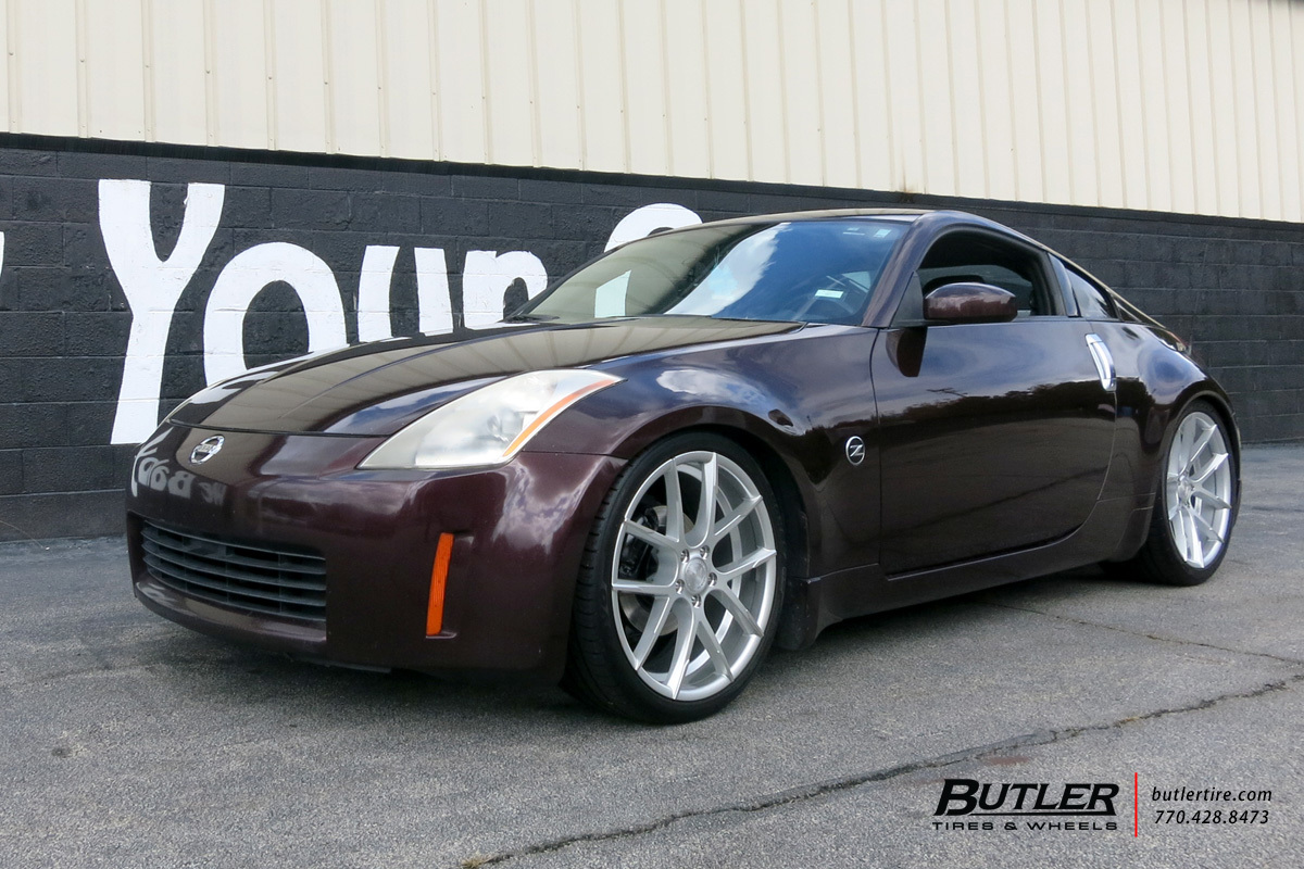 Nissan 350z with 20in Lexani Gravity Wheels