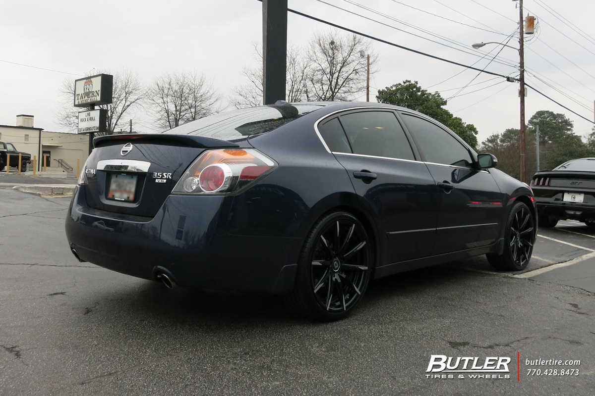 Nissan Altima with 20in Lexani CSS15 Wheels