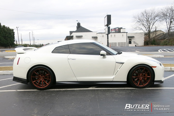 Nissan GTR with 20in Vossen VFS1 Wheels