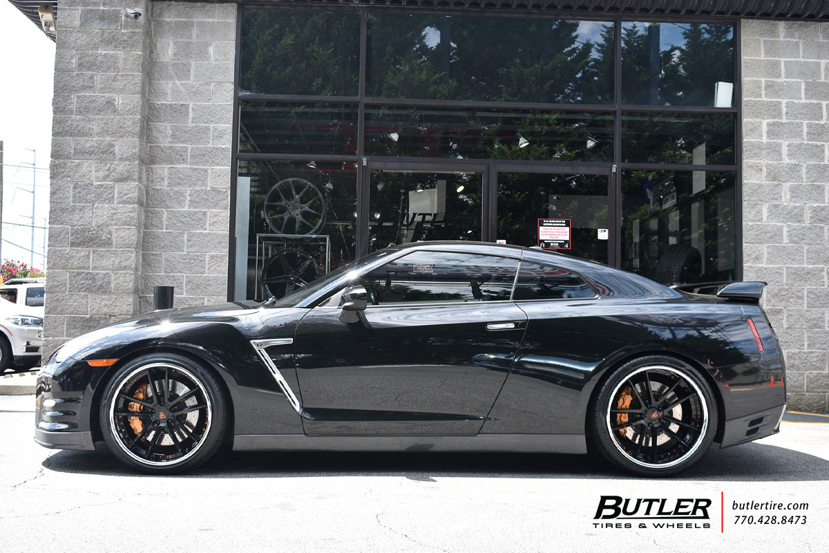 Nissan GTR with 21in Avant Garde F431 Wheels