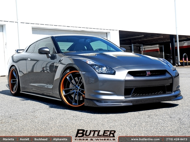 Nissan GTR with 21in Savini SV51c Wheels