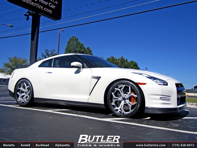 Nissan GTR with 21in Vellano VCX Wheels